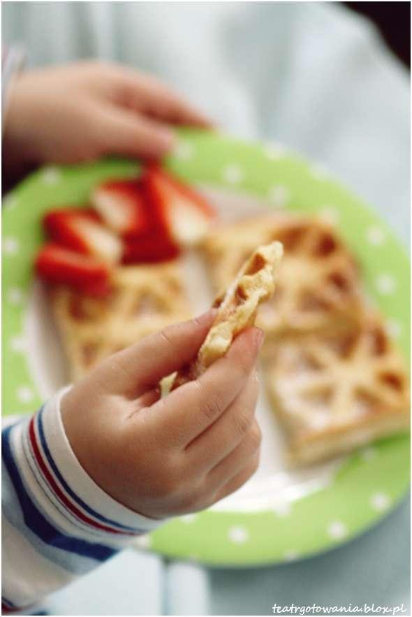 gofry truskawki śniadanie